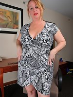 Slutty mom removes undies and dazzles in raw solo